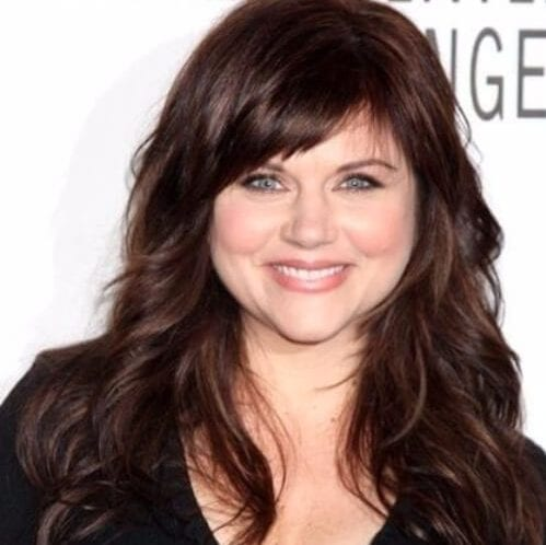 Tiffani Thiessen long curls haircuts for round faces