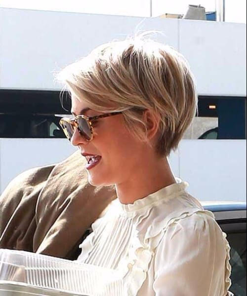 kaley cuoco short blonde hair