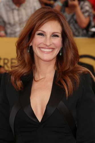 julia roberts red brown hair