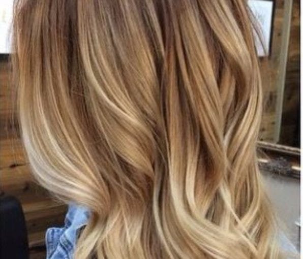 light wood and honey blonde balayage hair color