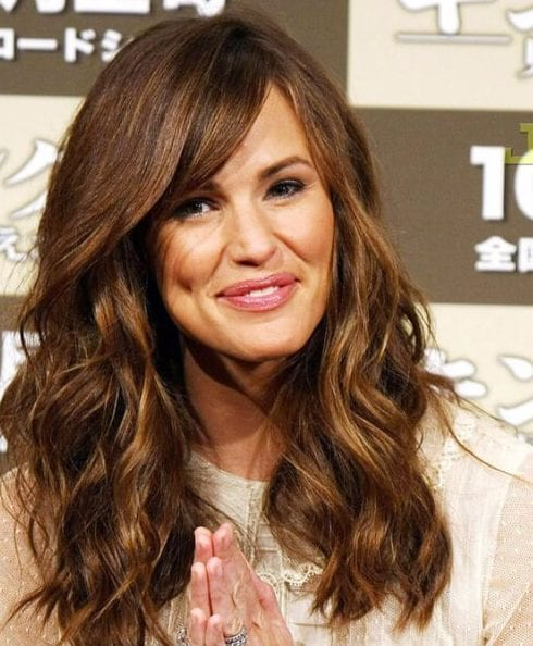 jennifer garner side swept bangs