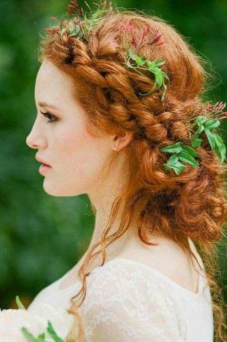 boho inspired wavy hairstyle