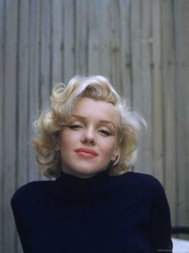Marilyn Monro blonde bombshell curls