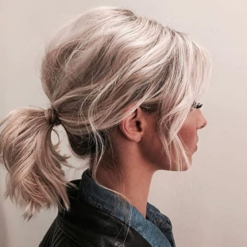 messy ponytail on shoulder length hair